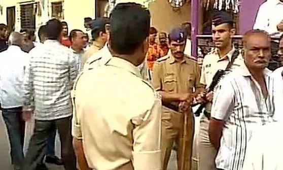 Tragedia a Mumbai, uccide 14 familiari, poi si toglie la vita