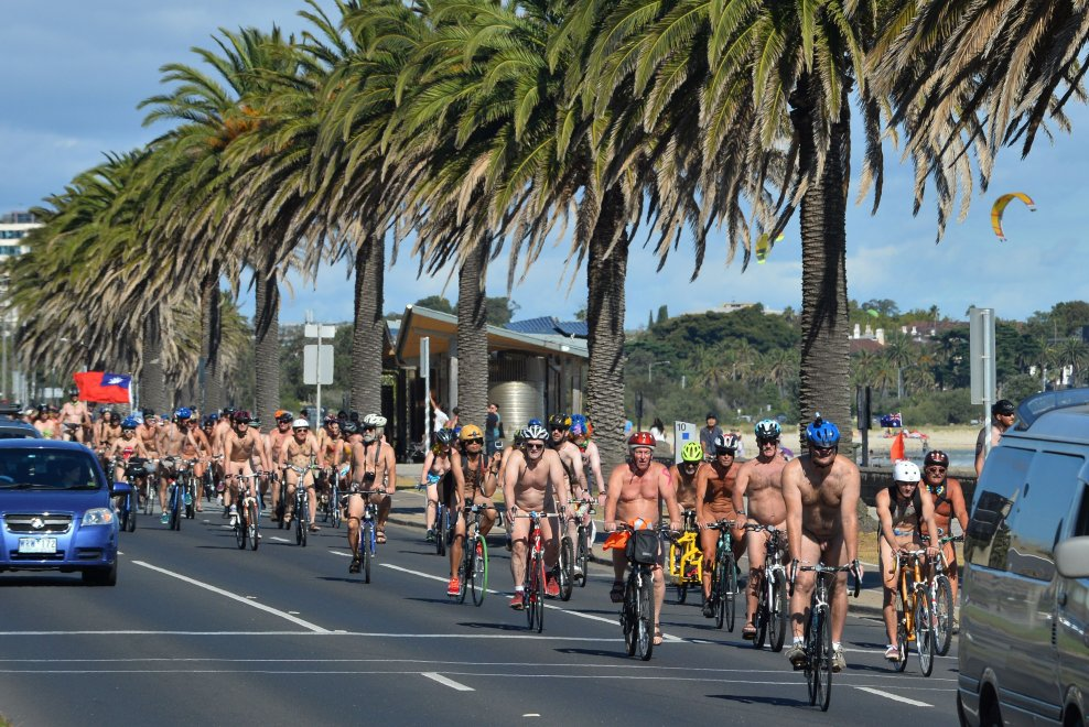 Melbourne, Naked Bike Ride: in bici tutti nudi per la sicurezza in strada