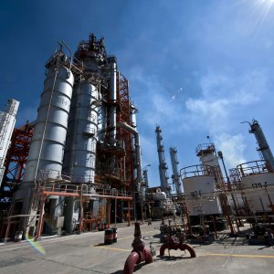 Petrostati col fiatone: a rischio il rifinanziamento di 94 mld di debiti