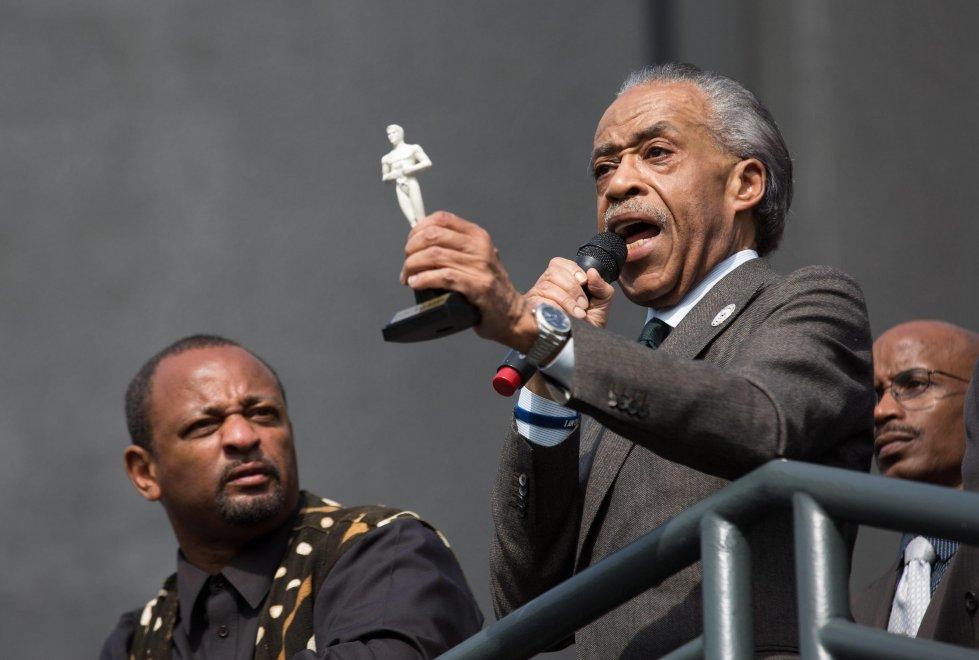 E il reverendo Sharpton tiene il sermone contro l'Oscar bianco