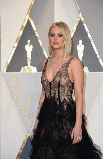 Oscar 2016, il ''nude look'' di Jennifer Lawrence