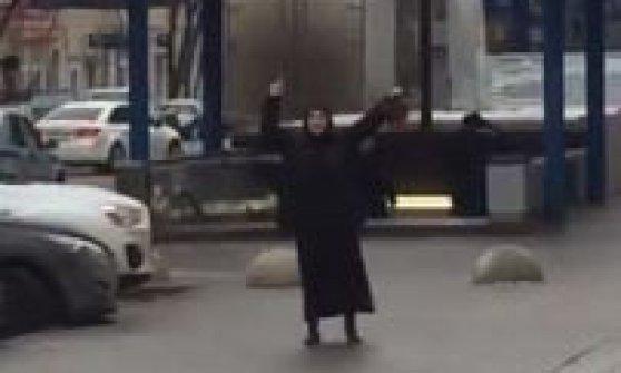 Mosca, donna urla 'Allah akbar' e ha in mano testa di una bimba