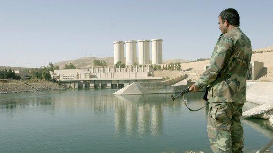 """Iraq, Usa e governo di Baghdad lanciano l'allarme: """"La diga di Mosul può crollare"""""""
