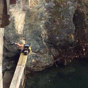 Ciclismo, Gp Lugano: paura per Fiek, esce di strada e finisce nel lago