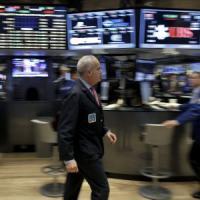 L'industria Ue frena, le Borse no. Nuova debolezza in Cina, ma i mercati scommettono sugli stimoli