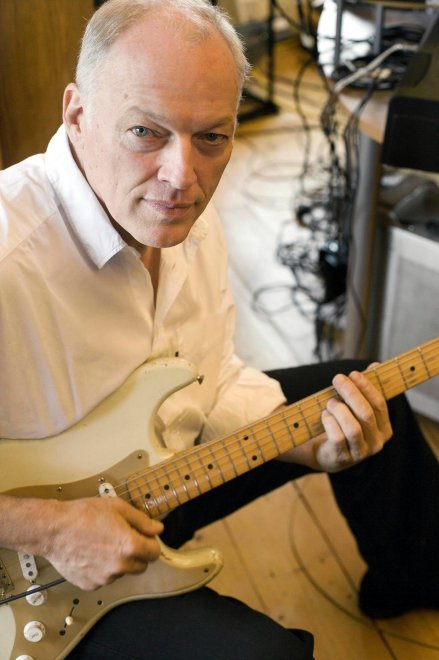 "David Gilmour, 70 anni dopo: i Pink Floyd, la carriera solista e ""Rattle that Lock"""