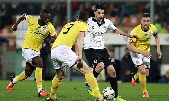 Serie B, il Crotone manca la vetta. Il Pescara crolla in casa
