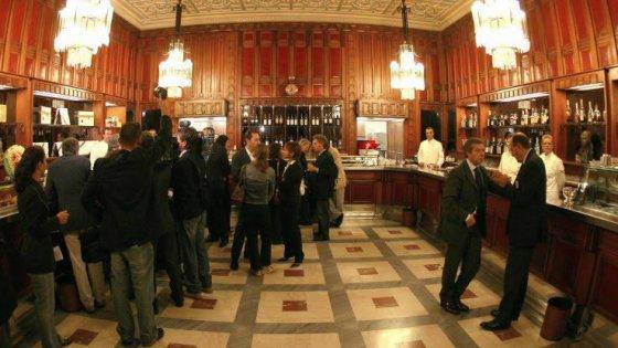 """""""Onorevole, prima paghi"""": guerra dello scontrino al bar della Camera"""