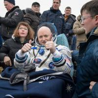 Gli astronauti Scott Kelly e Mikhail Kornienko sono tornati sulla Terra