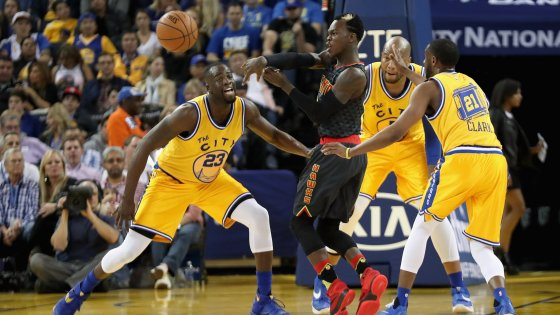 Basket, Nba: Golden State vince anche senza Curry, Portland da urlo