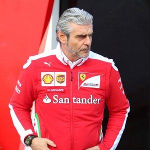 """F1, Arrivabene: """"La Ferrari non ha problemi, alla faccia dei gufi"""". Ma Hamilton vola"""