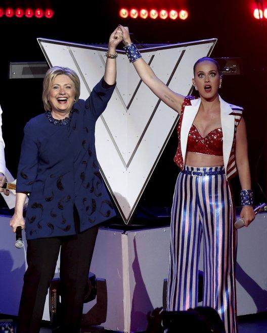 Usa, Katy Perry ed Elton John celebrano Hillary Clinton: a New York la festa democratica