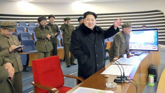 Corea del Nord, Kim Jong-un: pronti all'uso di armi nucleari
