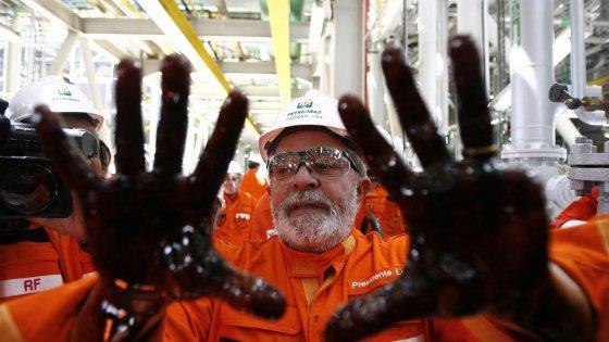"""Brasile, scandalo Petrobras: Lula rilasciato dopo l'interrogatorio. L'ex presidente: """"Non ho nulla da temere"""""""
