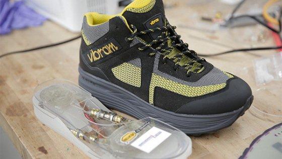 La suola delle scarpe ricarica lo smartphone: ecco Vibram Hero