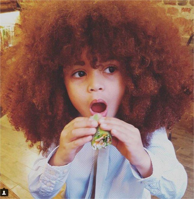 La chioma afro di Farouk, star di Instagram  a quattro anni