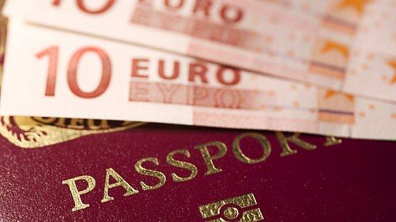 AAA passaporto (valido per la Ue) vendesi. Dai Caraibi a Malta, l'affare miliardario dei documenti all'asta