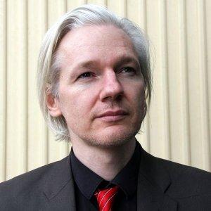 """Assange, i 5S scrivono alla Ue: """"Violati diritti, intervenite"""""""