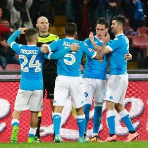 Serie A: Napoli batte Chievo, la Samp passeggia a Verona