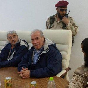 """Libia, trattativa sugli ex ostaggi, poi l'annuncio: """"Hanno lasciato Sabrata, consegnati agli italiani"""""""