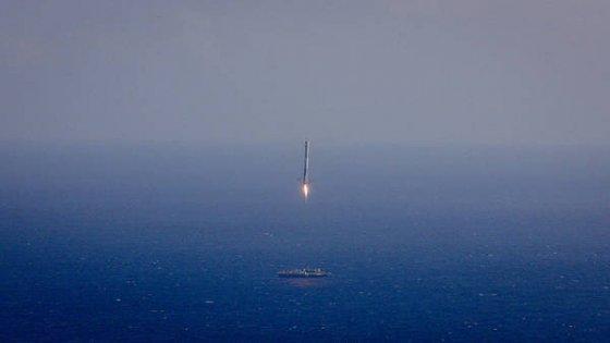 Space X, missione riuscita a metà per Falcon 9