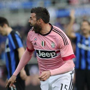 Serie A, la Juve vince a Bergamo e torna da sola al comando. L'Inter batte il Palermo
