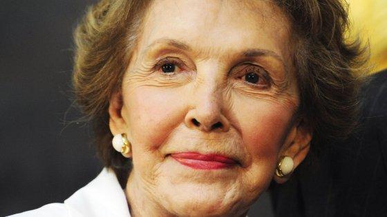 Usa, morta la ex first lady Nancy Reagan: glamour e politica