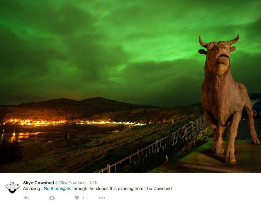 Aurora boreale in Gran Bretagna: le città illuminate di mille colori su Twitter