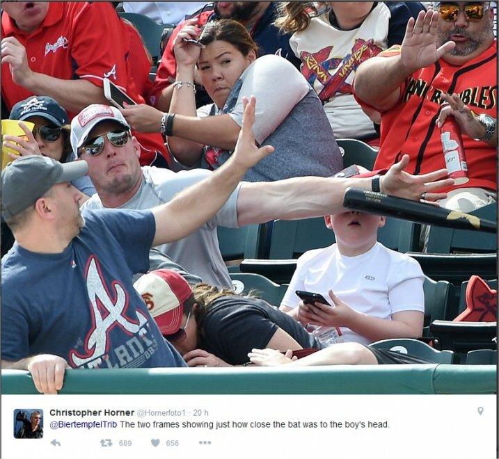 Baseball, mazza vola in tribuna: uomo salva un piccolo tifoso dei Pirates