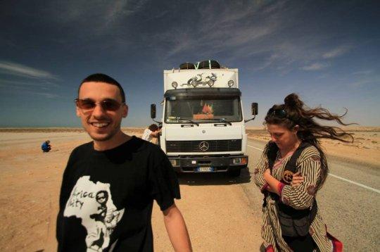 """""""Cinema du Desert"""", due italiani itineranti: """"Con i film portiamo tanta felicità"""""""