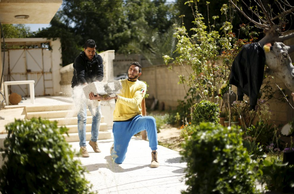 """La forza soprannaturale di Mohammad, il """"Sansone""""  di Gaza"""