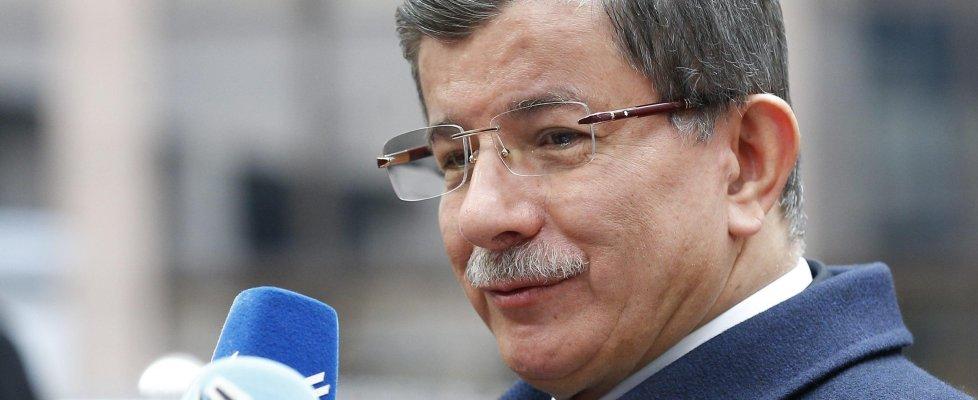 Migranti, vertice Ue-Turchia: Ankara vuole altri 3 mld. Veto di Budapest. Scontro su libertà stampa