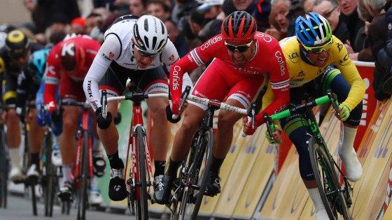 Ciclismo, Parigi-Nizza: Bouhanni, volata scorretta. La giuria premia Matthews. Tirreno-Adriatico, si parte