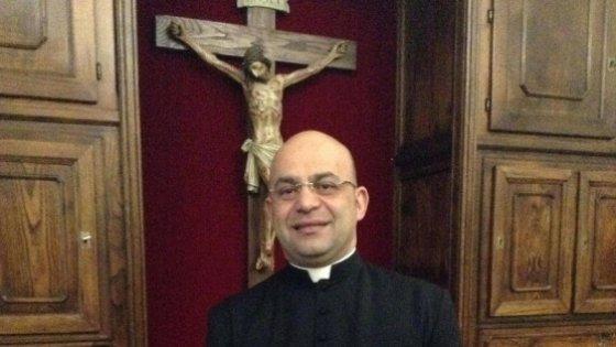 """Sardegna, parroco offre Rolex in cambio di agnelli pasquali per i poveri. """"Io, difeso dagli atei"""""""