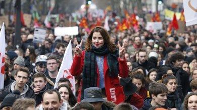 """Licenziamenti flessibili e modifica 35 ore Rivolta contro il """"jobs act alla francese"""""""