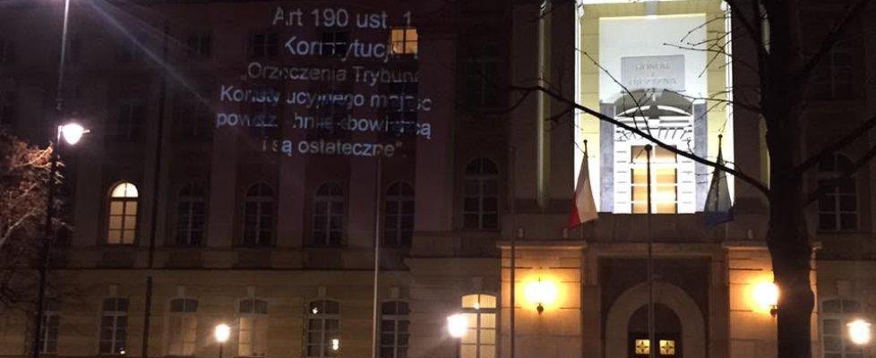 """Polonia, scontro Corte Costituzionale-governo. Proteste sul web. Walesa: """"Rischio guerra civile"""""""