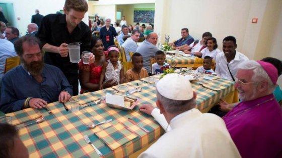 """Francesco, tre anni da Papa: così nasce la sua """"Chiesa povera per i poveri"""""""