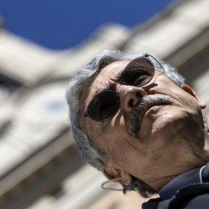 """Minoranza dem: """"Battaglia dentro al partito"""". D'Alema: """"Pd arrogante. Con Verdini e Alfano non si vince"""""""