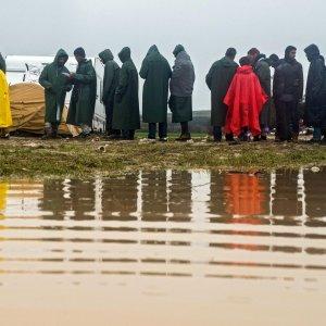 Migranti, 20 poliziotti italiani a confini Albania