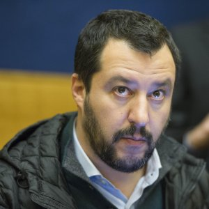"Salvini, retweet shock: ""Sparare ai giudici"""