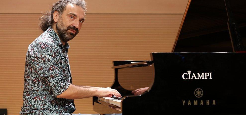 """Se il """"Jazz Italiano Live"""" sposa il mito: Stefano Bollani e l'omaggio a David Bowie"""