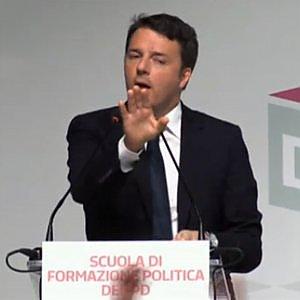 """Renzi, scontro con minoranza Pd: """"Chi mi attacca ha distrutto l'Ulivo"""". E blinda le primarie"""
