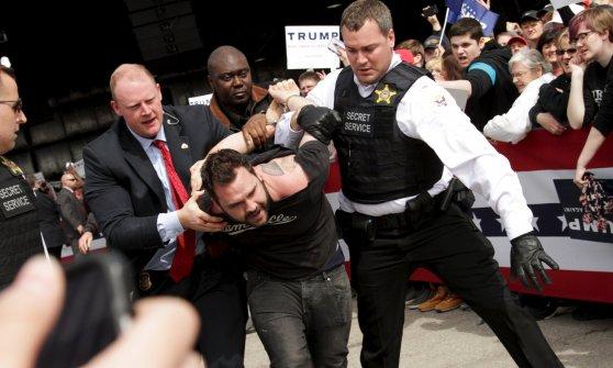Presidenziali Usa: proteste e violenze, sospeso il comizio di Trump a Chicago. Tensione anche in Ohio