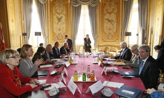 MO, Libia: da ministri Ue-Usa sostegno totale a governo. Siria, Kerry: 'Assad non ne approfitti'