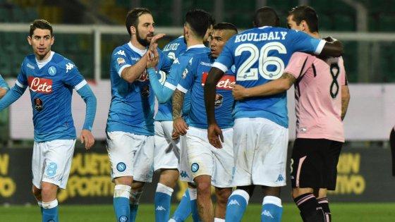 Palermo-Napoli 0-1: Higuain di rigore, azzurri a -3 dalla Juventus