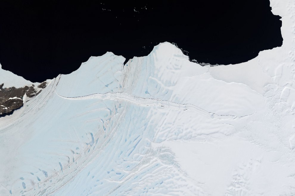 Antartide, gigantesco iceberg sta per staccarsi: è più grande di Roma