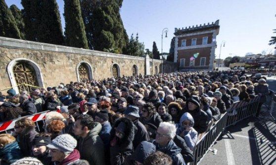 """Giubileo, Fisichella: """"Quasi 3 milioni di pellegrini nei primi 100 giorni"""""""