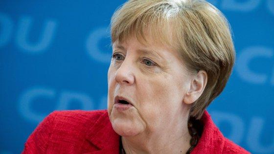 """Immigrazione, Merkel: """"Nei Lander voto di protesta. Ma la linea sui profughi non cambia"""""""