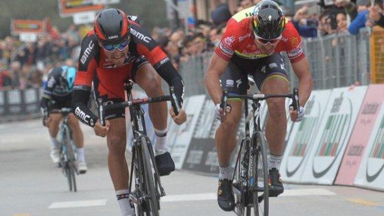 Tirreno-Adriatico, Van Avermaet batte ancora Sagan e diventa leader