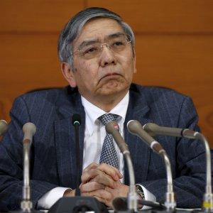 Tokyo conferma la politica monetaria, listini deboli